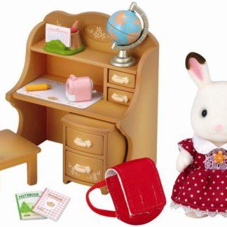 """Nábytek """"chocolate"""" králíků - sestra u psacího stolu se žid"""